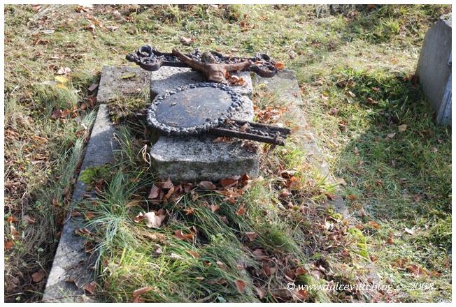 hrob zapomenuty