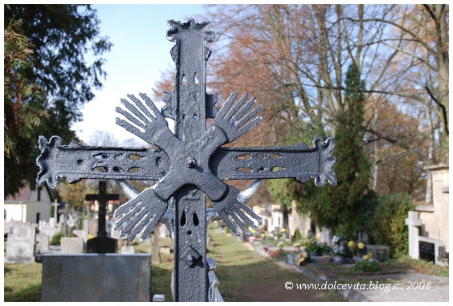 hřbitov hrob