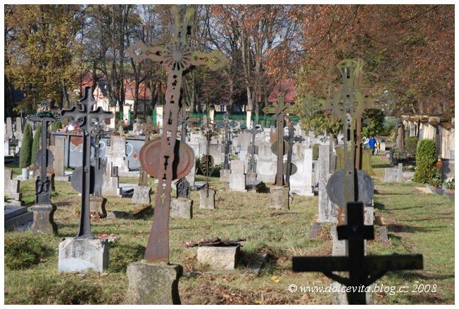 hroby hřbitov