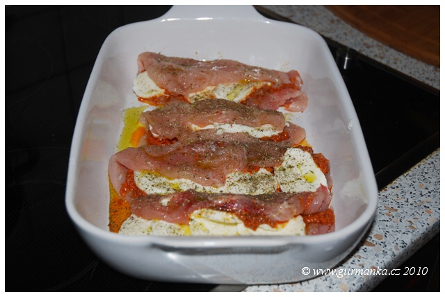 kuřecí plátek s růžovým pestem a mozzarellou1