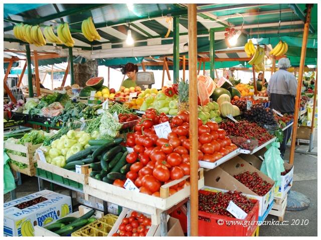 tržiště s ovocem a zeleninou