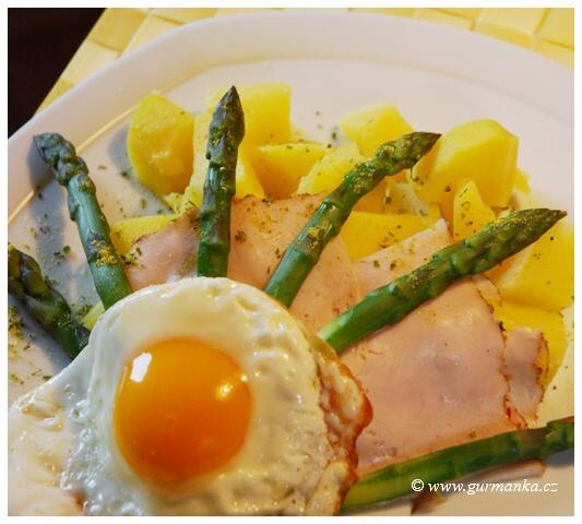 chřest s bramborem a vejcem