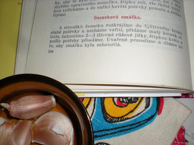 česneková omáčka uzené knedlíky - podle toffo