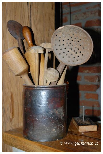 foto ze stare kuchyne