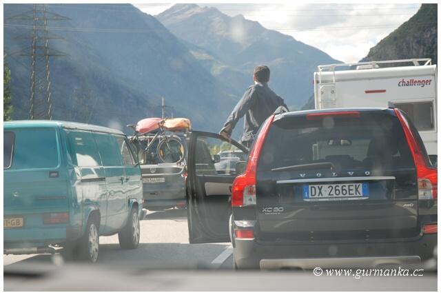 Itálie - cestování - zácpa na dálnici