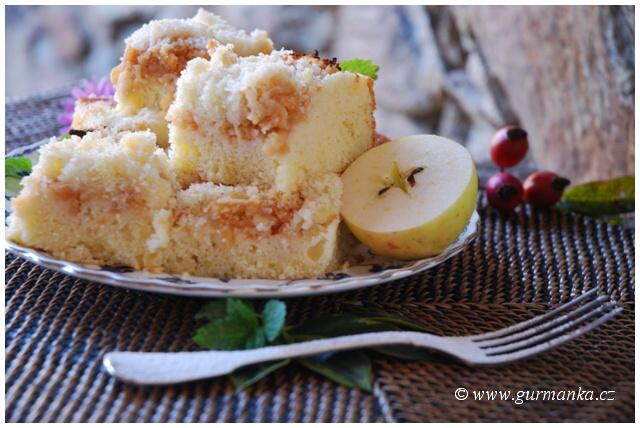 """""""vláčný jablečný koláč s drobenkou"""""""