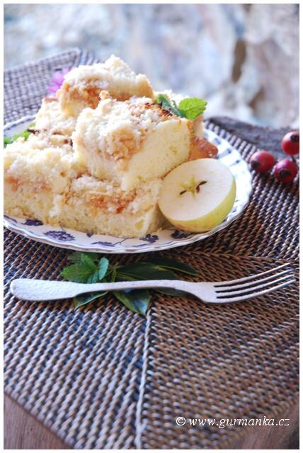 """""""koláč z jablek a tvarohu drobenkový"""""""
