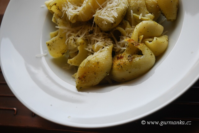 """""""pasta con broccoli - těstoviny s brokolicí"""""""