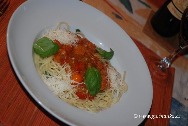 """""""jak udělat špagety s rajčatovou omáčkou"""""""