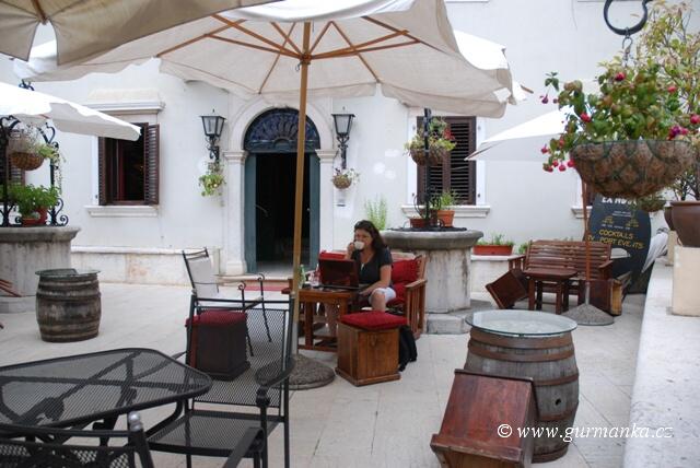 """""""obrázky z Chorvatska - má nejoblíbenější kavárna - Istria - Rovinj"""""""
