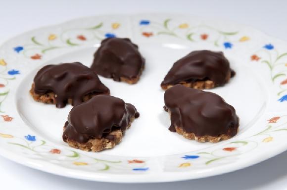 karamelové slzičky polévané hořkou čokoládou - vánoční cukroví