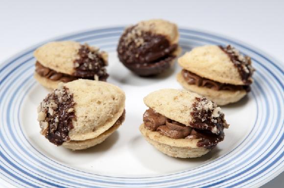 vánoční cukroví - ořechy plněné krémem
