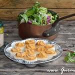 pistáciové pesto, paštičky plněné fáší ze slávek, salát