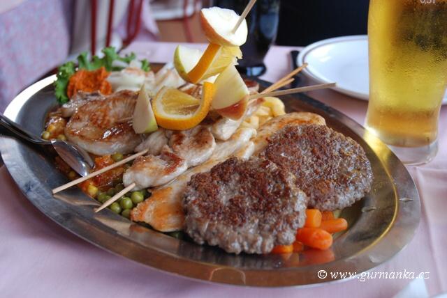 Pljeskavica + celé grilované menu z chorvatské konoby