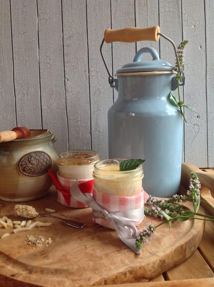 jogurt med mandle nebo ořechy, krémový řecký jogurt