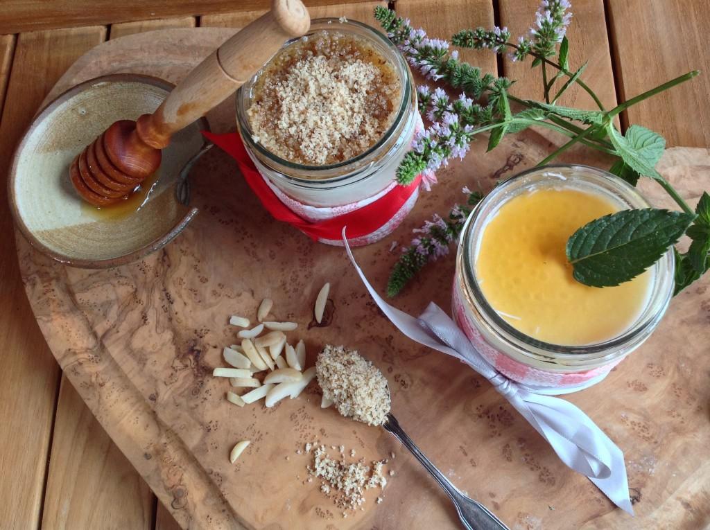 Řecký jogurt s mandlemi a medem